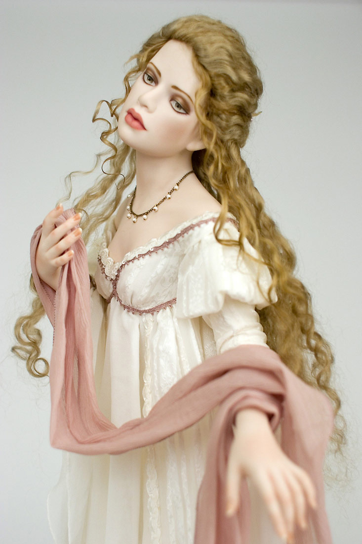 Photo half view of Eve, porcelain, art dolls by Francirek and Oliveira
