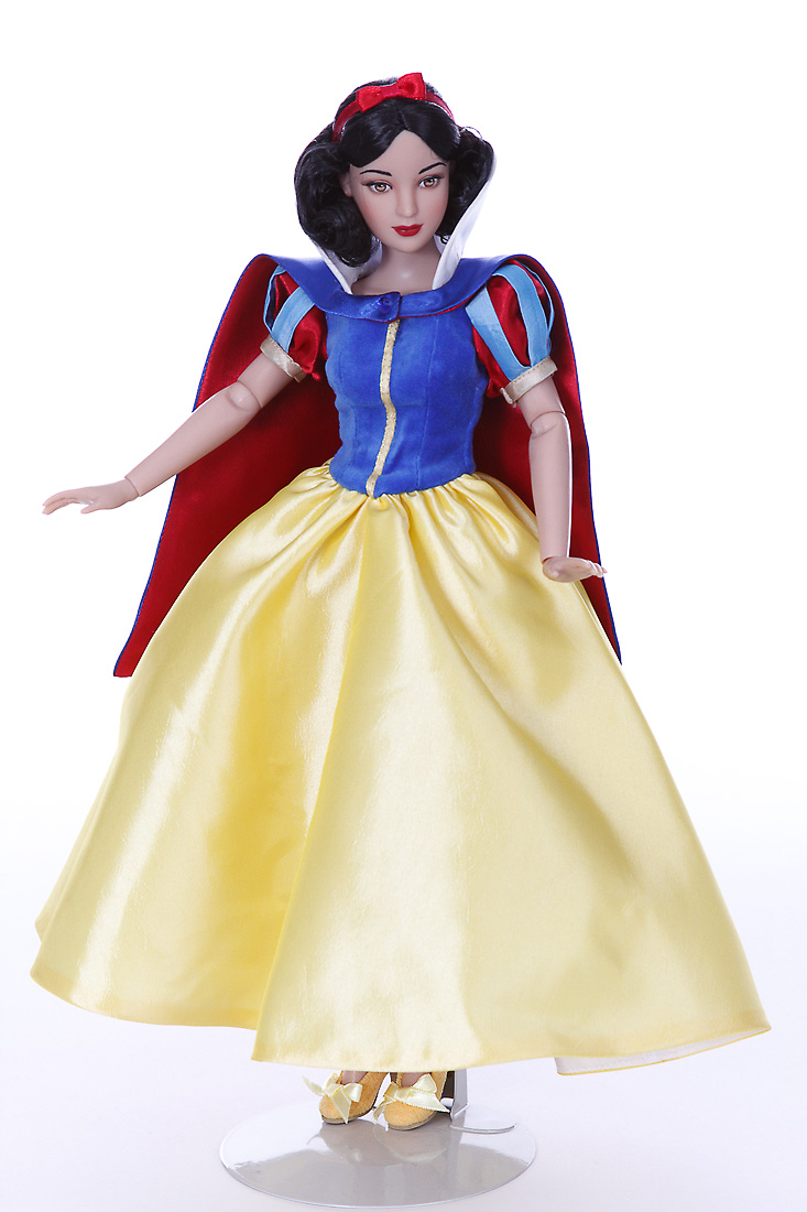 Snow White Vinyl Collectible Doll
