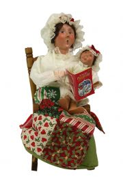 Image of Night Before Christmas Reading caroler figurine by Byers' Choice, Ltd.